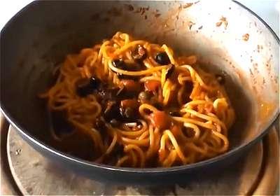 Come fare gli spaghetti alla puttanesca for Siti di ricette cucina