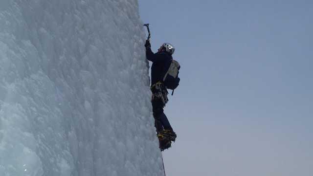 come togliere il ghiaccio dal parabrezza